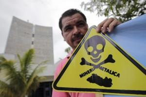 Una-ONG-salvadoreña-insiste-ante-el-Parlamento-que-apruebe-una-ley-contra-la-minería